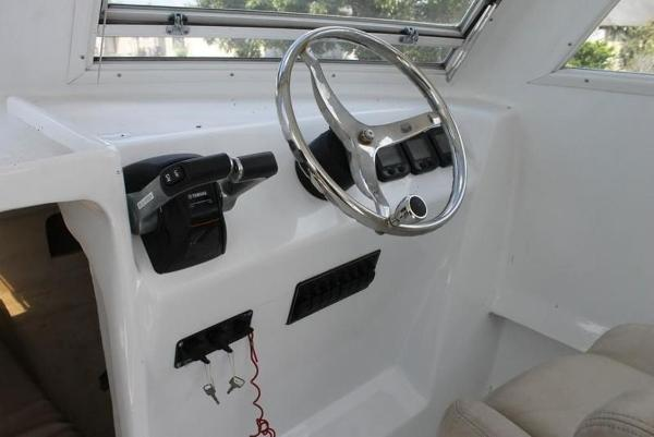 2005 Twin Vee boat for sale, model of the boat is 32 & Image # 28 of 84