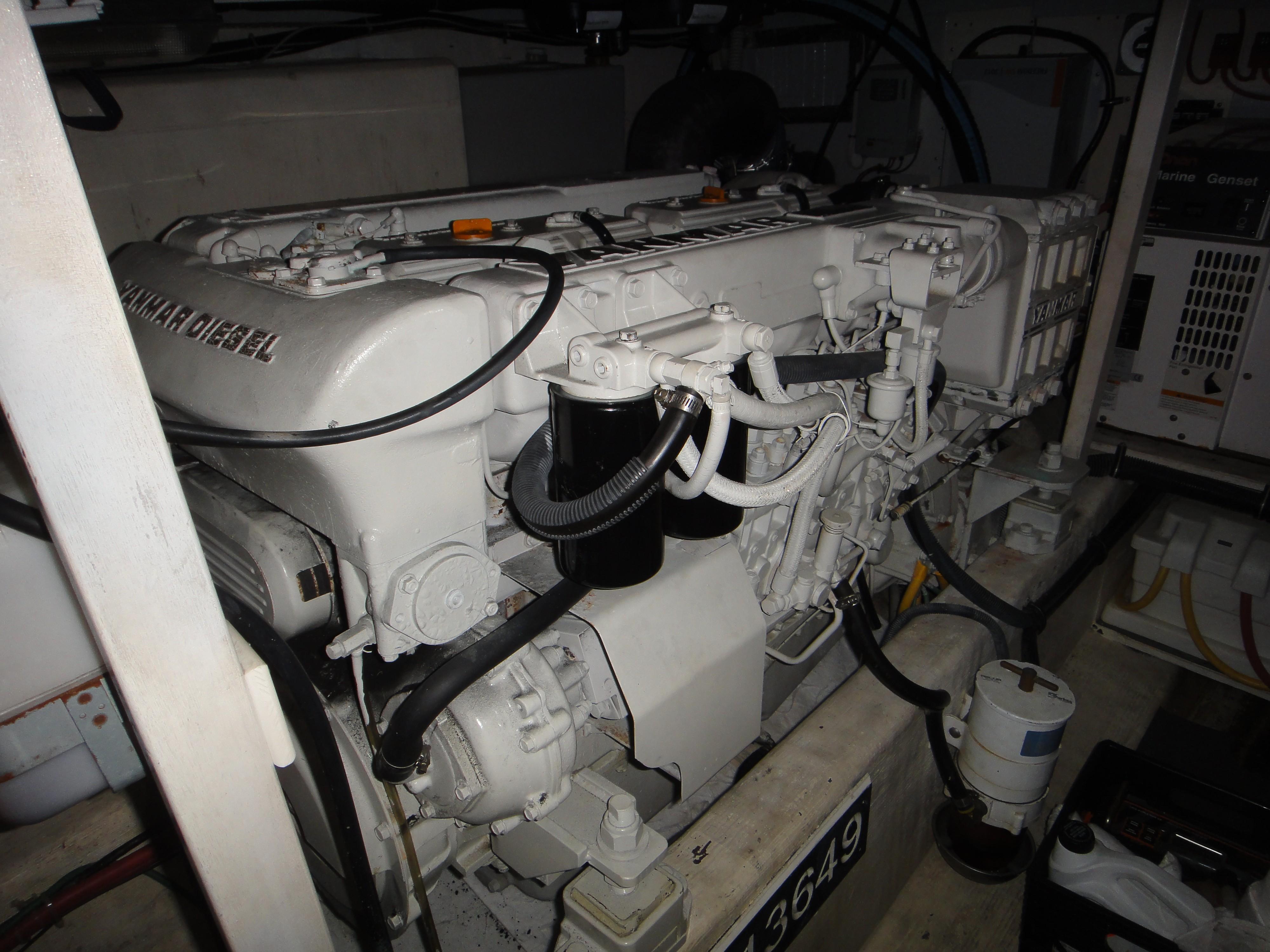 42 ft Sabre 42 FB Engine