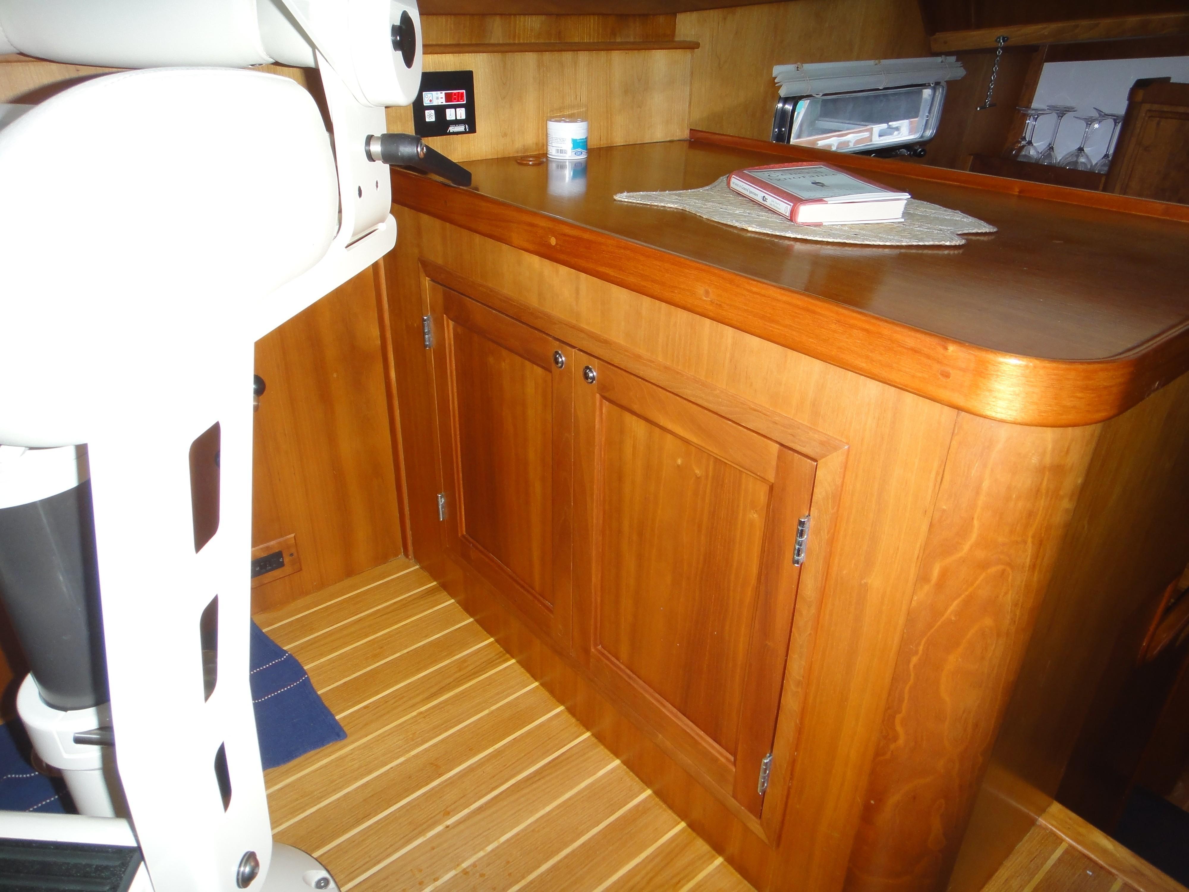 42 ft Sabre 42 FB Liquor Cabinet