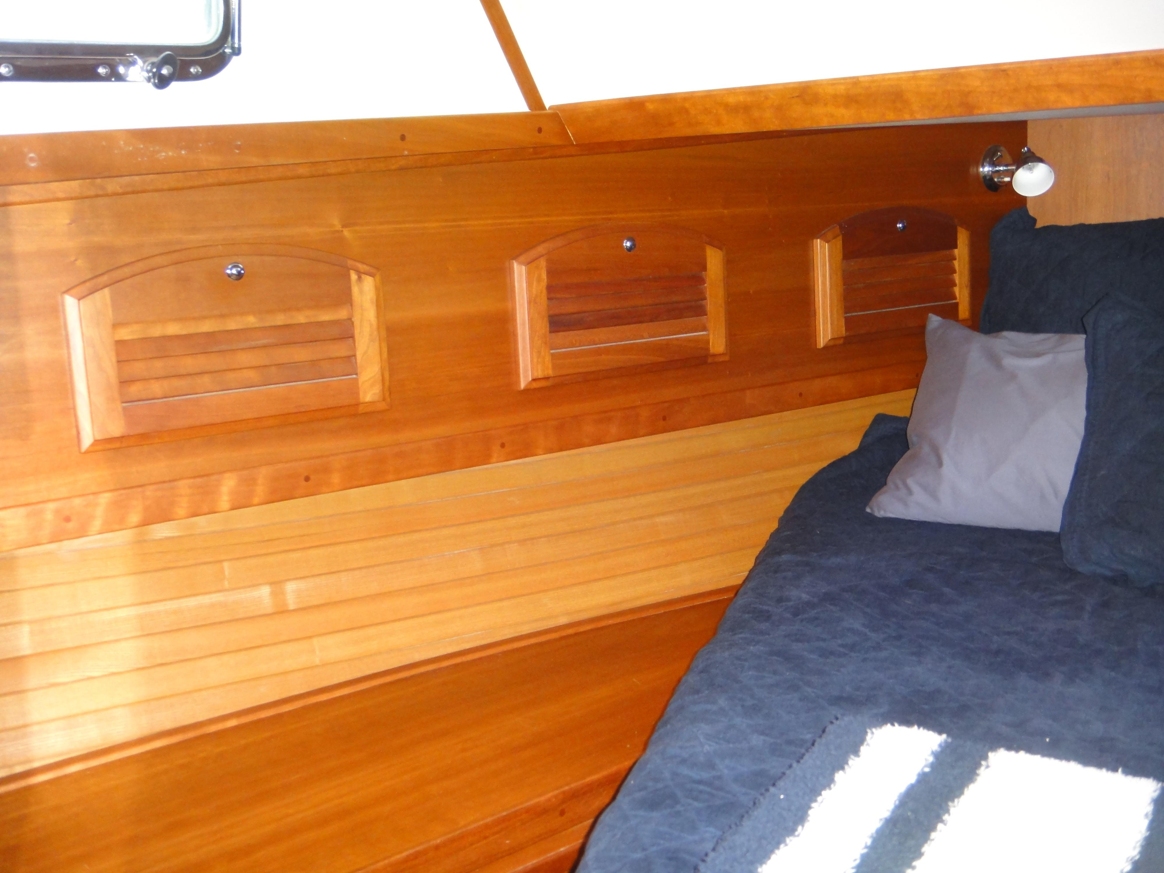 42 ft Sabre 42 FB Master Stateroom Hullside Cabinetry