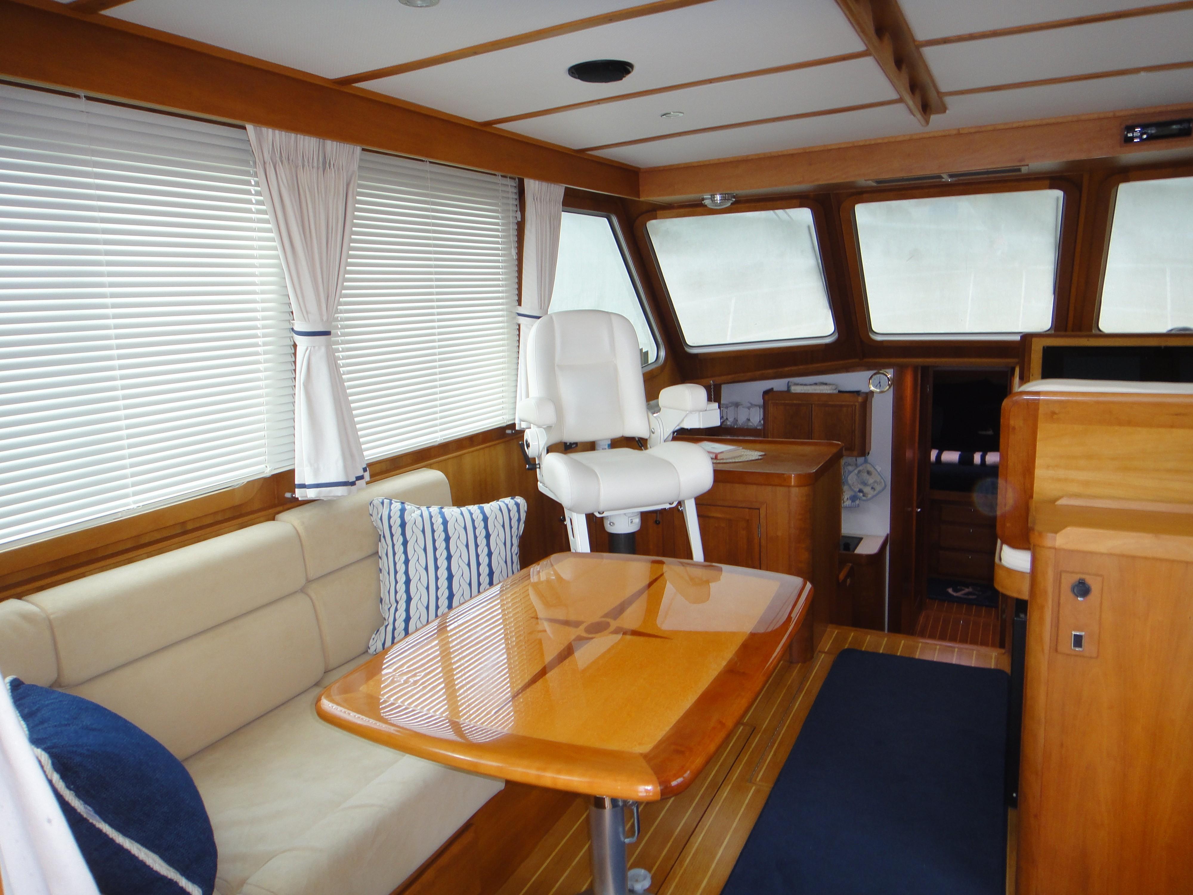 42 ft Sabre 42 FB Salon, port forward