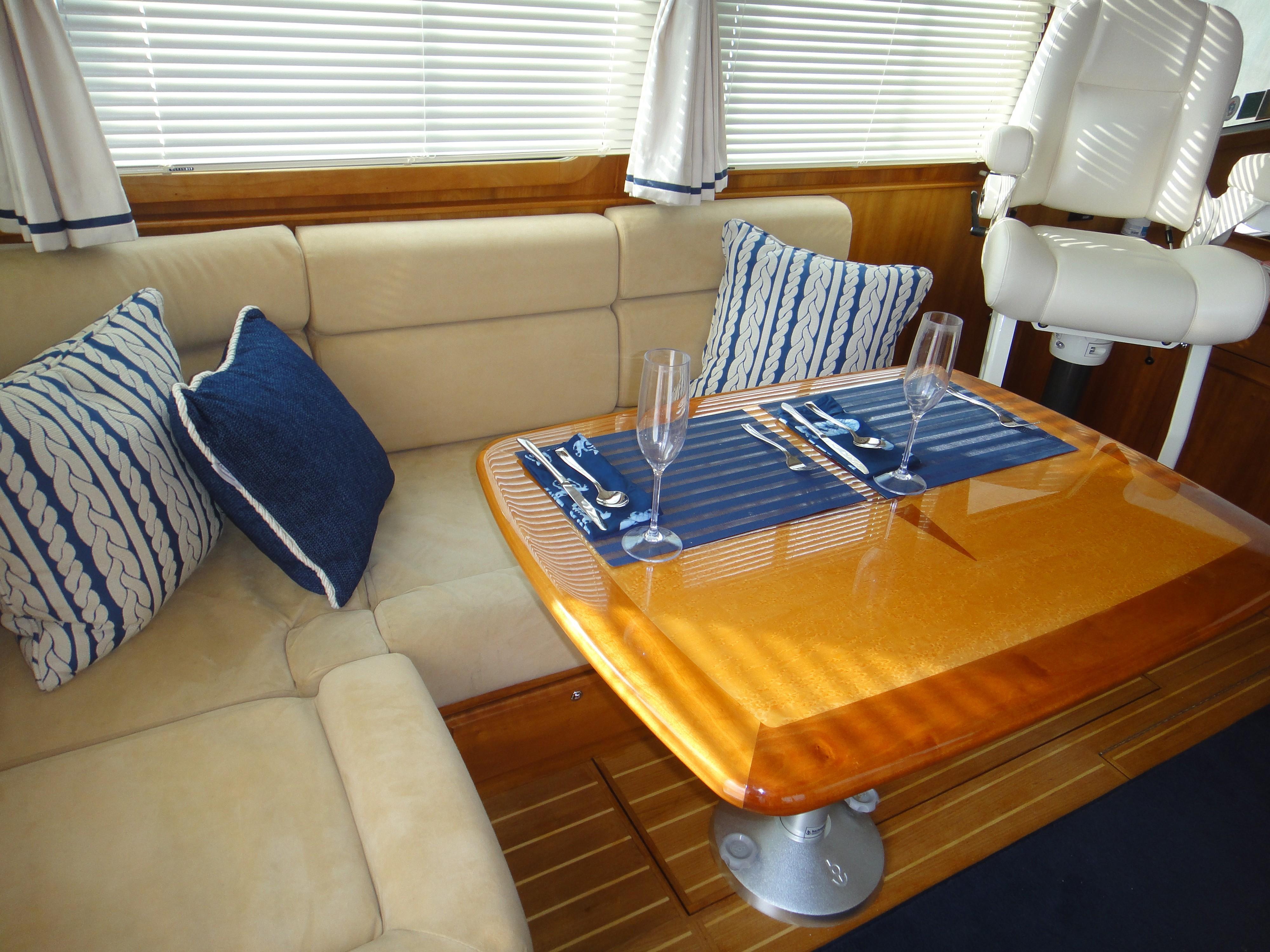 42 ft Sabre 42 FB Salon table