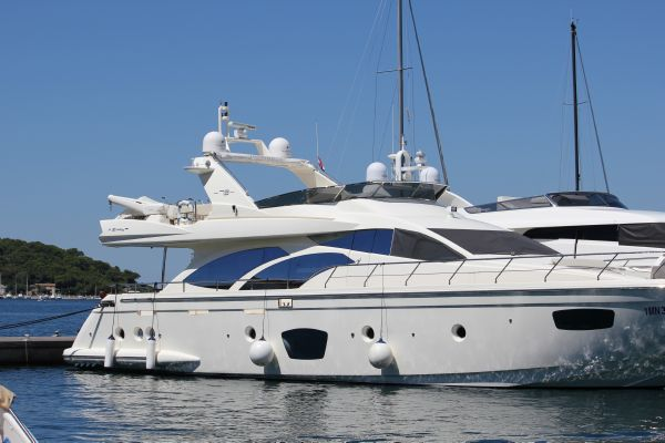 Azimut 75. Length: 22.86 meter. Model Year: 2008. Price: €2550000