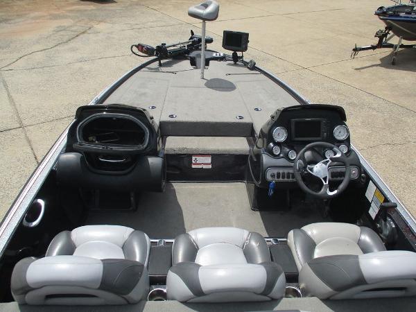 2011 Nitro boat for sale, model of the boat is Z8 & Image # 3 of 7