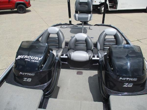 2011 Nitro boat for sale, model of the boat is Z8 & Image # 5 of 7