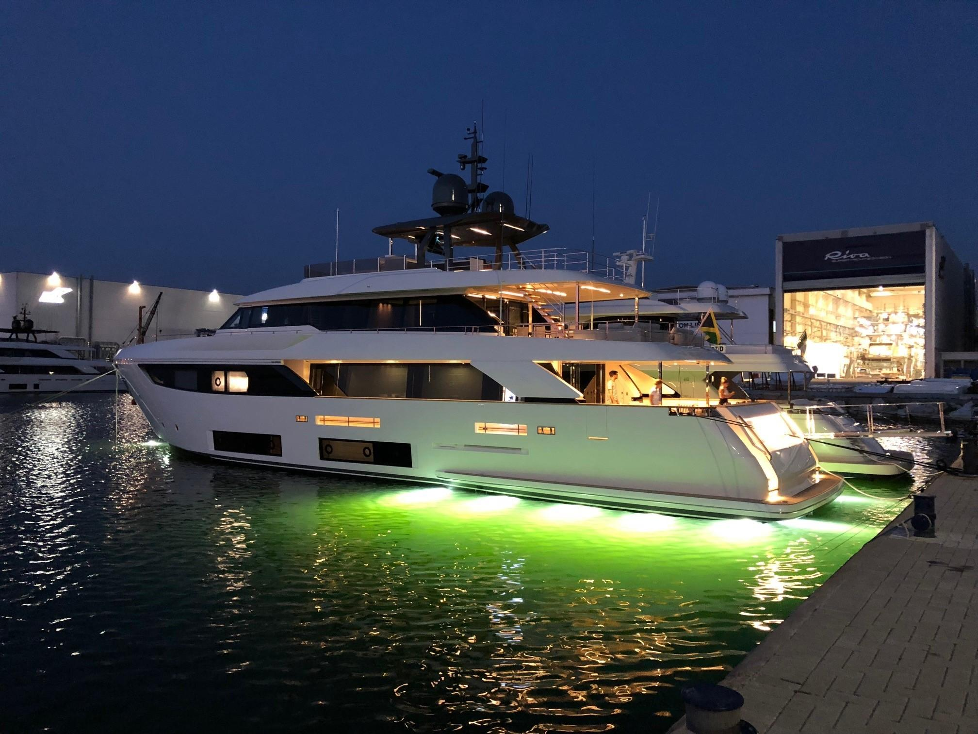 2018 Custom Line Navetta 33 M - Profile w/ Underwater Lights