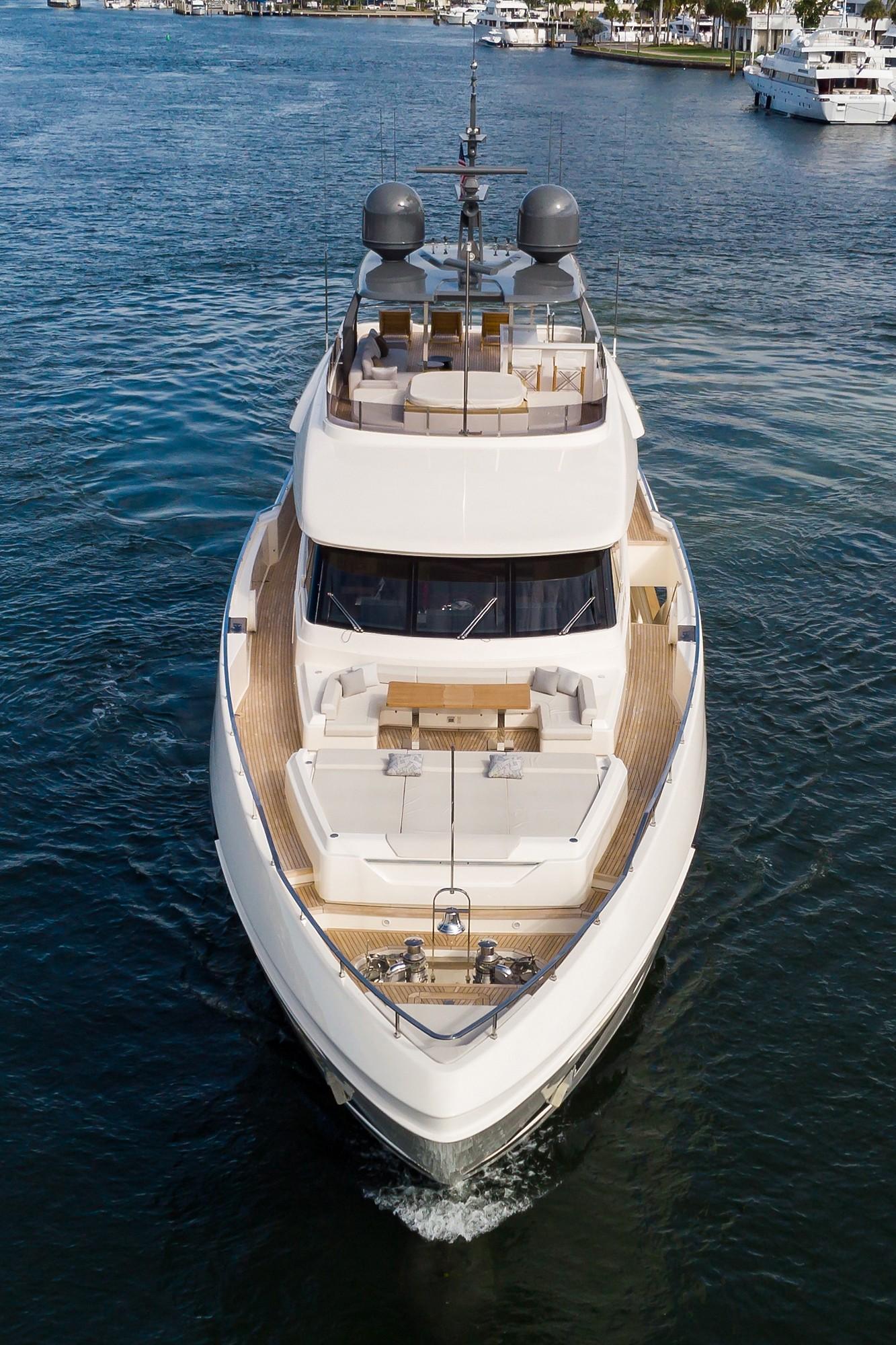 2018 Custom Line Navetta 33 M - Ariel Bow