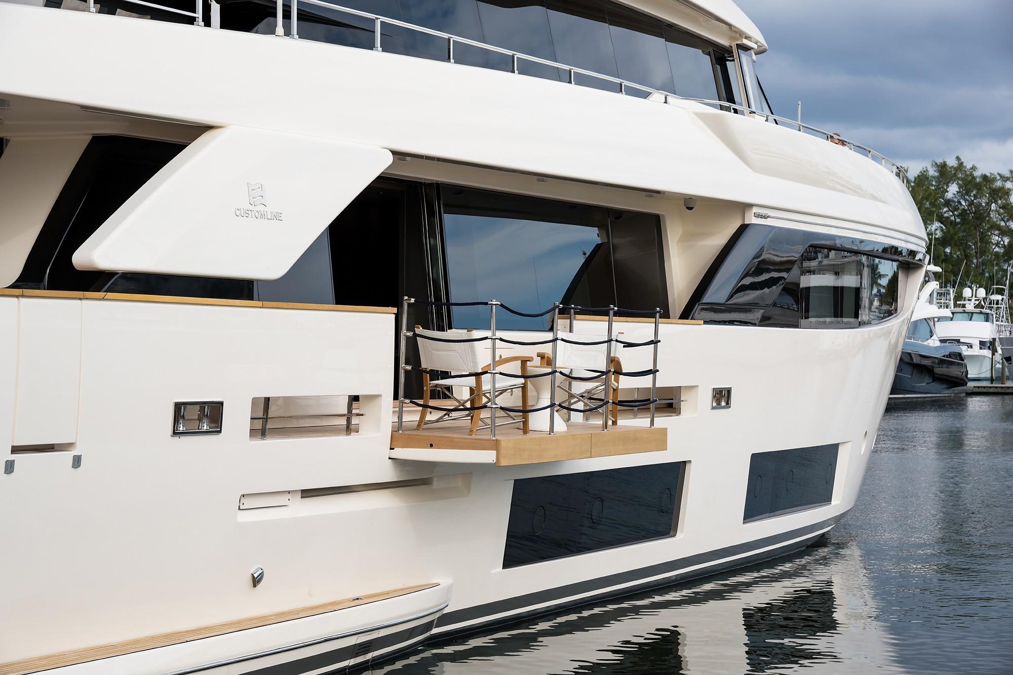 2018 Custom Line Navetta 33 M - Balcony