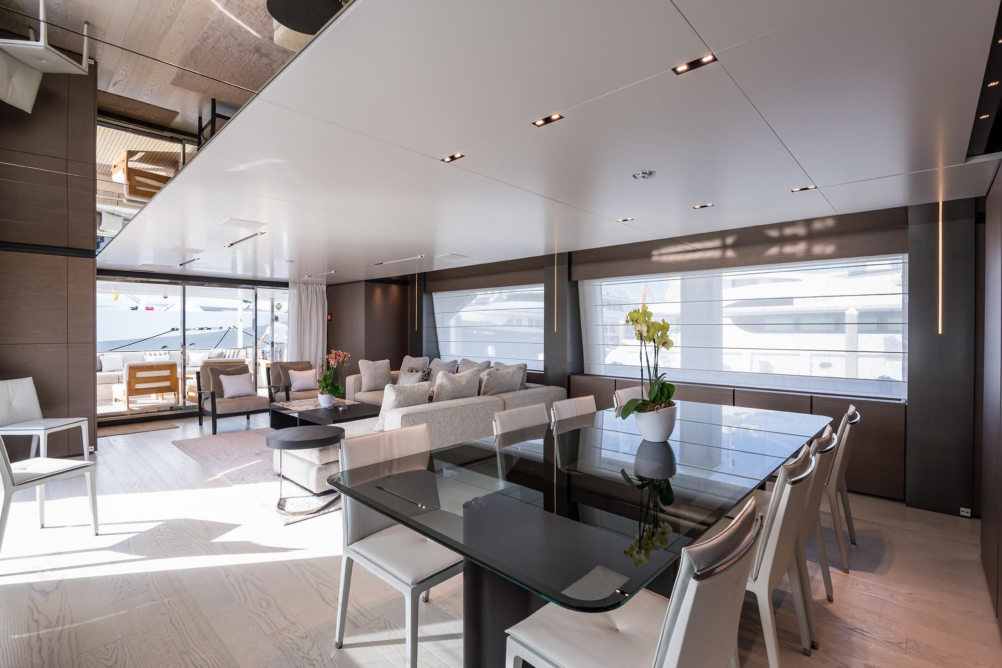2018 Custom Line Navetta 33 M - Dining