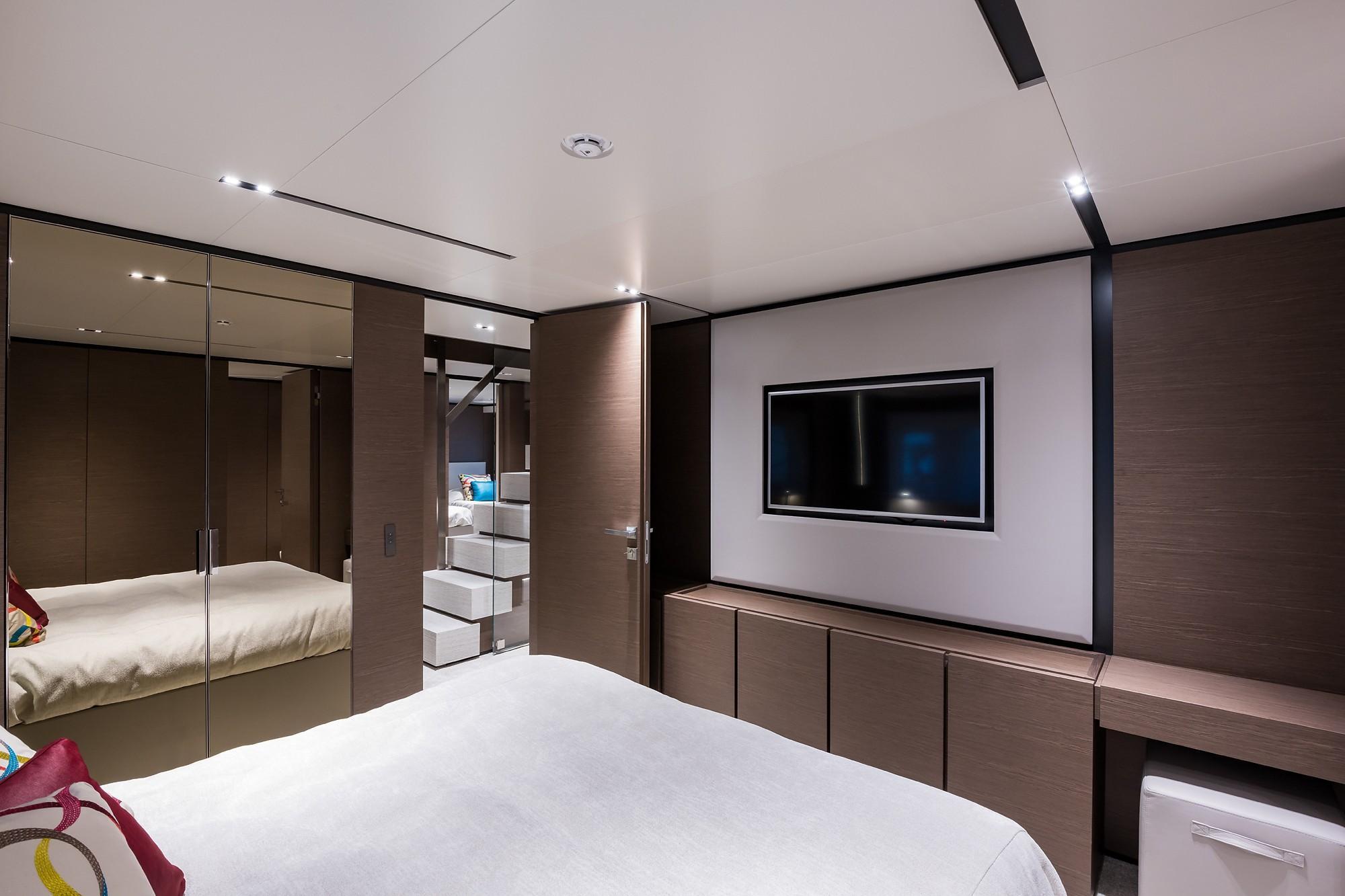 2018 Custom Line Navetta 33 M - Aft Port Guest Cabin