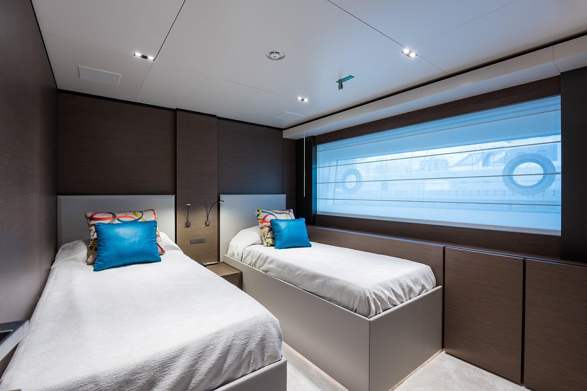 2018 Custom Line Navetta 33 M - Fwd Stbd Guest Cabin