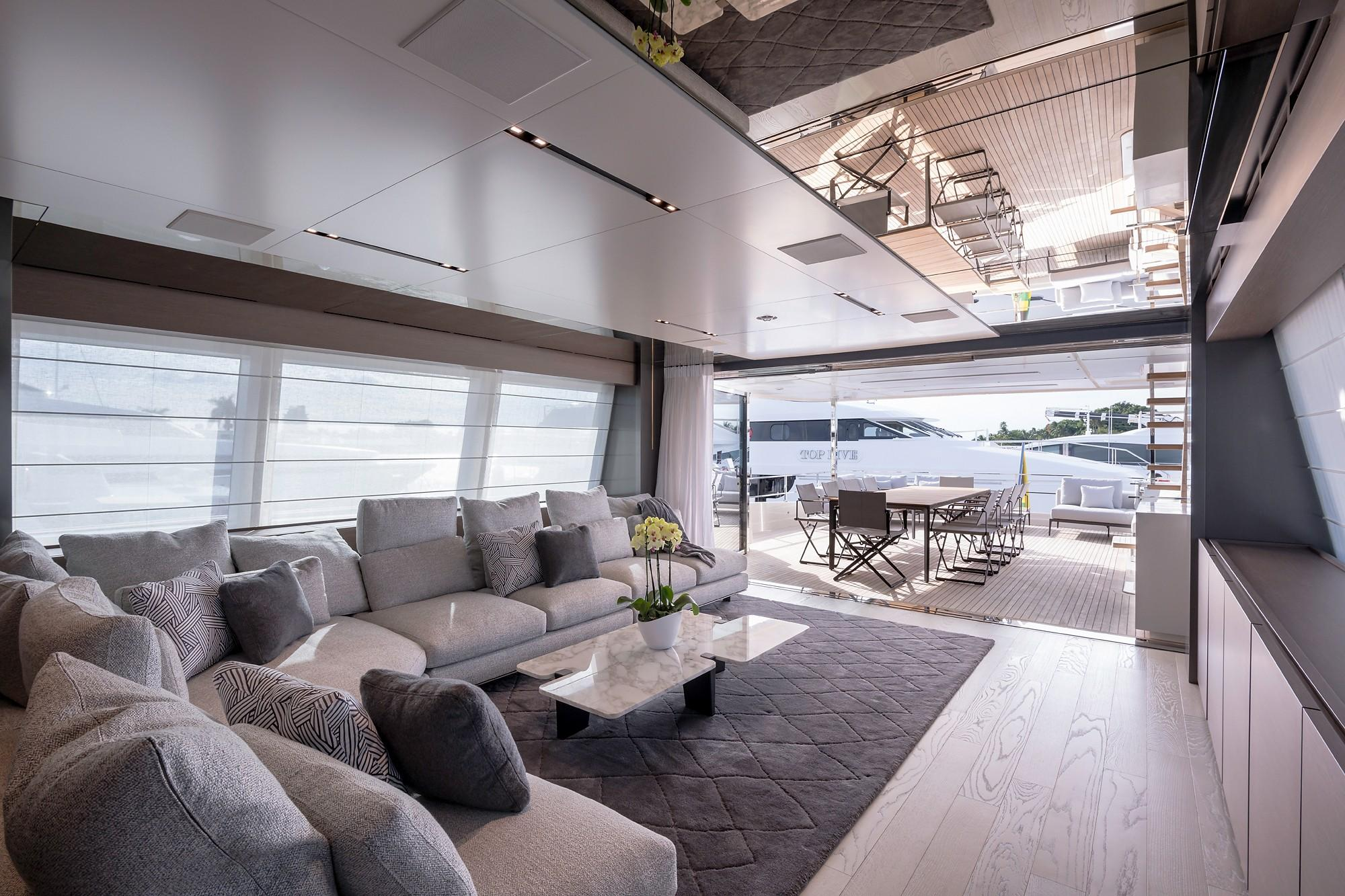 2018 Custom Line Navetta 33 M - Upper Salon