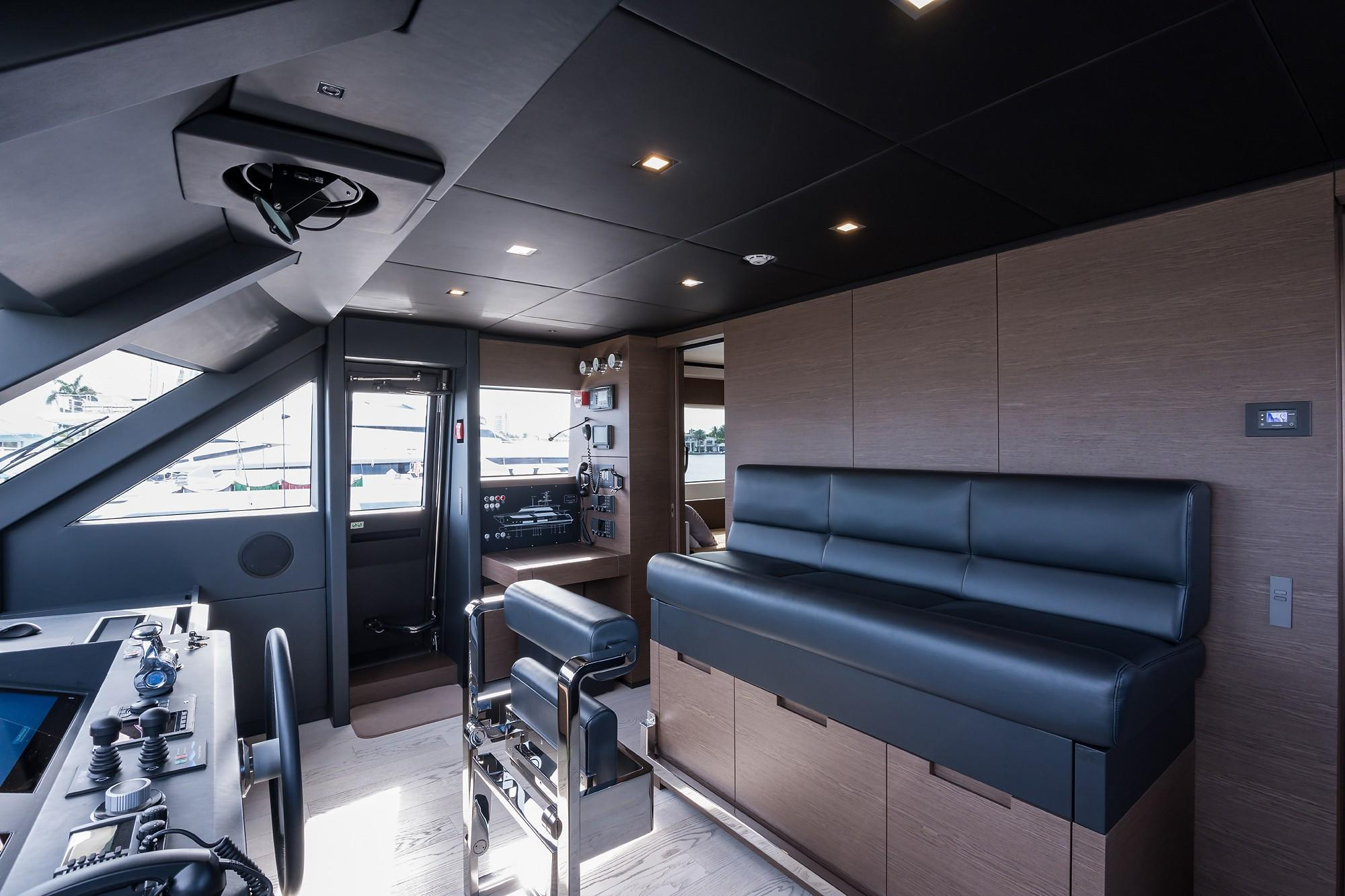 2018 Custom Line Navetta 33 M - Wheelhouse