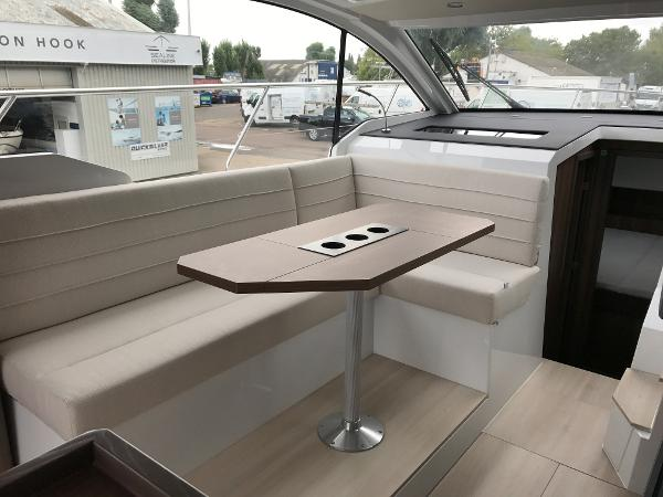 Sealine C330 - Saloon Seating