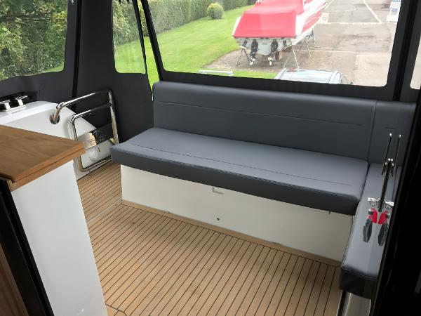 Sealine C330 - Cockpit Seating