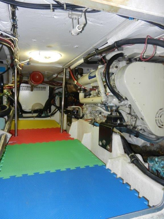 Trawler Engine Room: 1999 Bayliner 4788 Pilot House Motoryacht For Sale