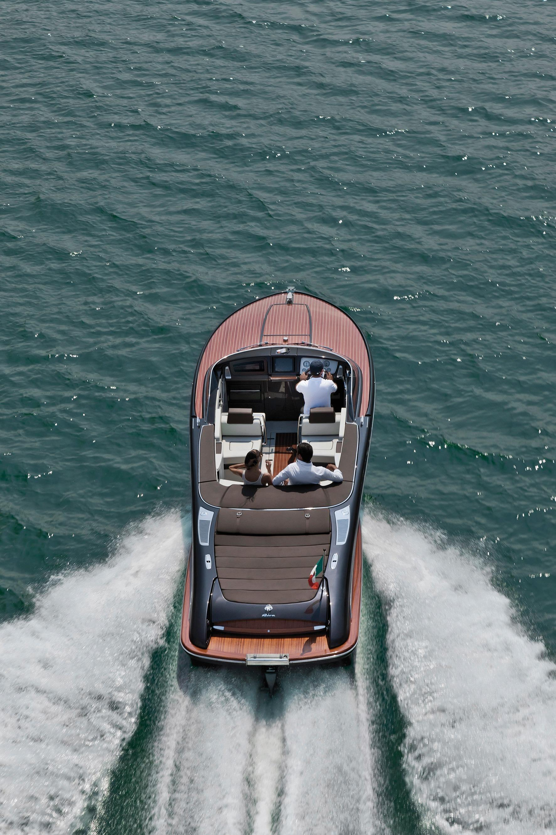 Manufacturer Provided Image: Riva Iseo Stern