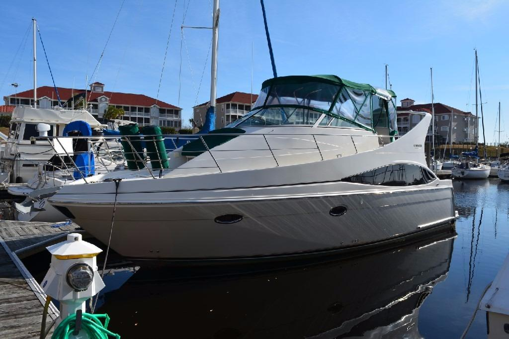Carver 360 Mariner - Port Bow