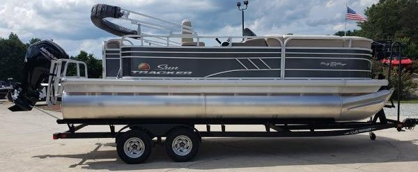 2021 Sun Tracker boat for sale, model of the boat is PARTY BARGE® 20 DLX & Image # 1 of 5