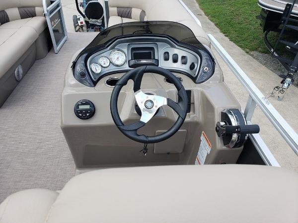 2021 Sun Tracker boat for sale, model of the boat is PARTY BARGE® 20 DLX & Image # 4 of 5