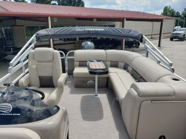 2021 Sun Tracker boat for sale, model of the boat is PARTY BARGE® 20 DLX & Image # 5 of 5