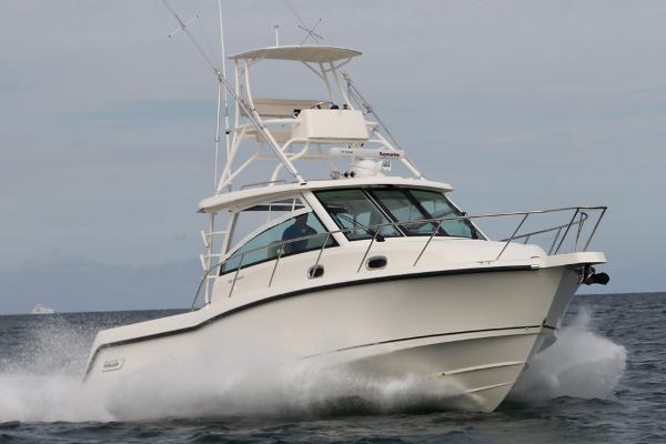 2016 Boston Whaler 345 Conquest