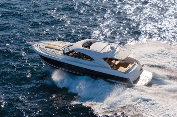 Riviera 5000 Sport Yacht with Zeus