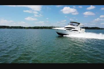 Cruisers Yachts 395 Motoryacht video