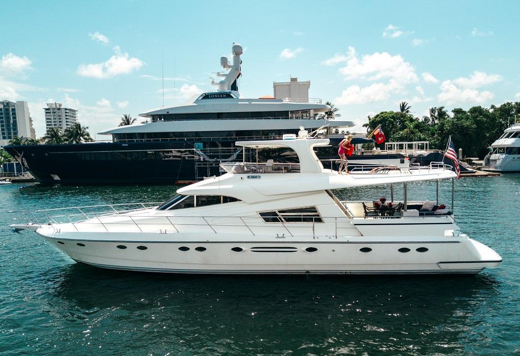 70 ft Johnson Motor Yacht | Executive Yacht Canada