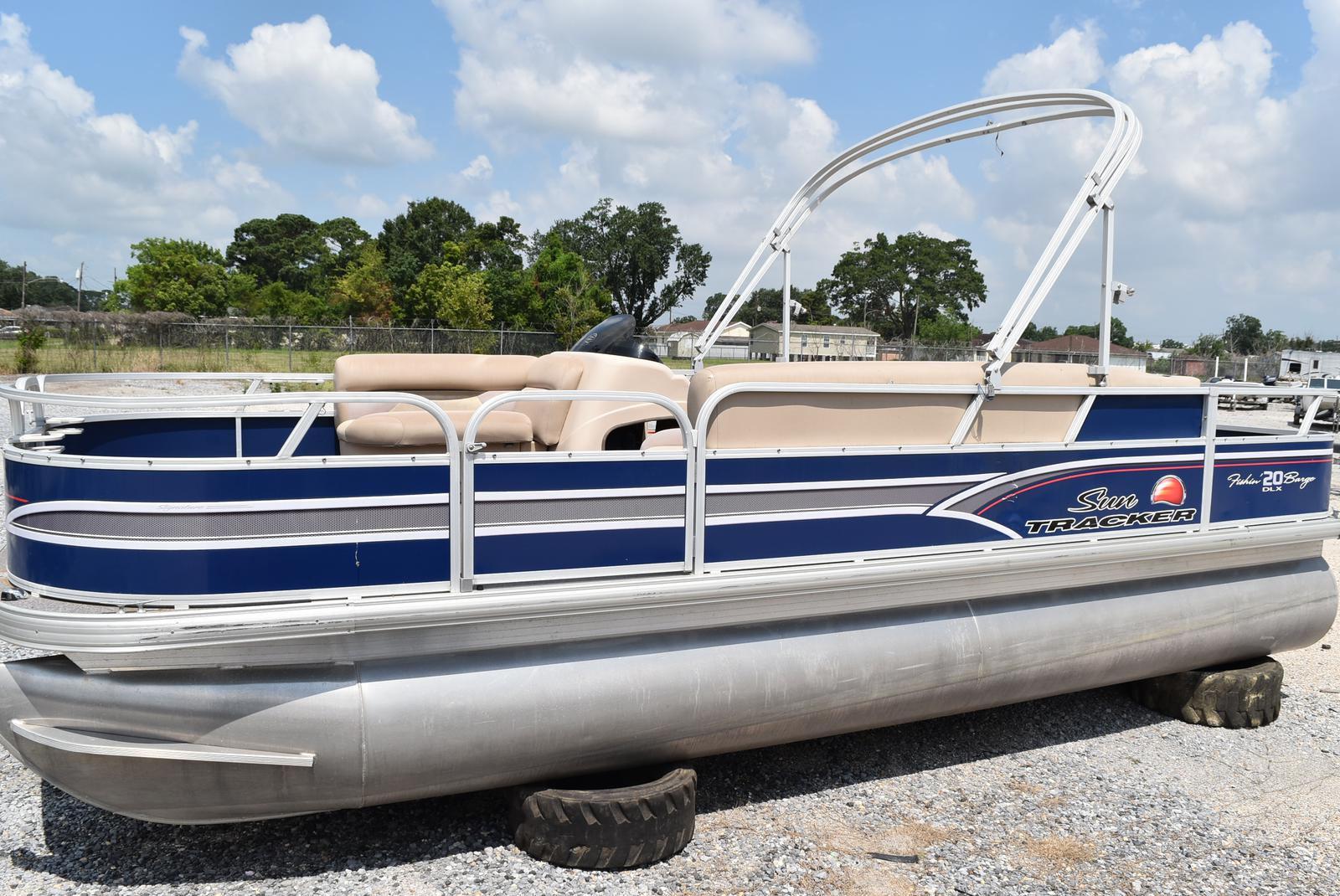 2015 Sun Tracker boat for sale, model of the boat is 20 Party Barge & Image # 1 of 6