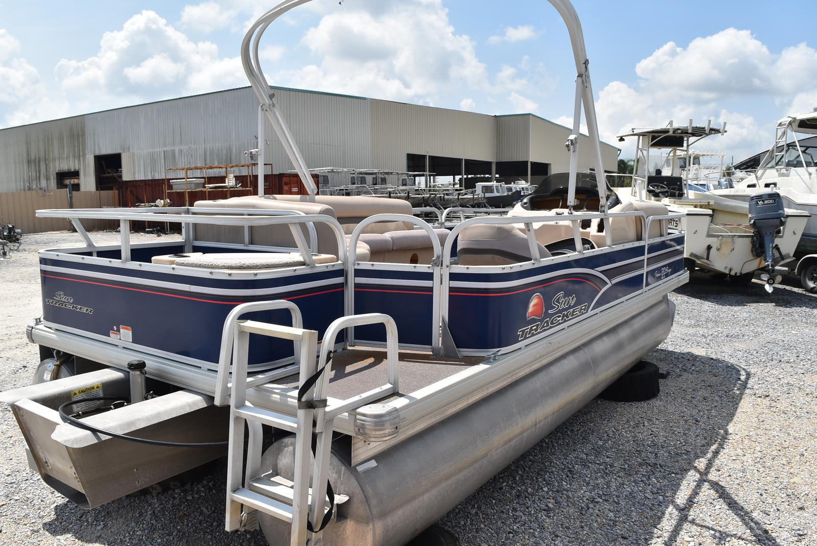 2015 Sun Tracker boat for sale, model of the boat is 20 Party Barge & Image # 2 of 6