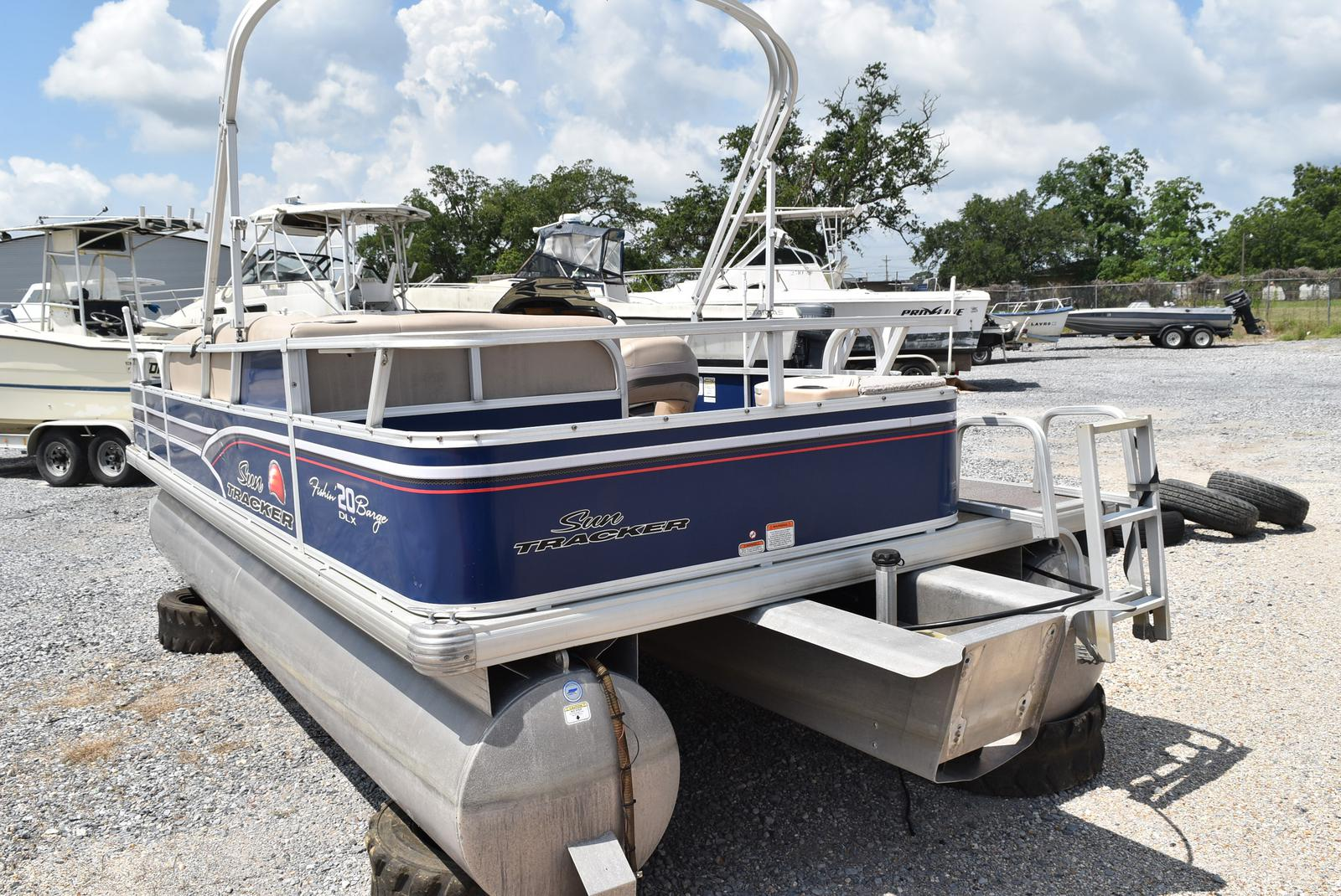 2015 Sun Tracker boat for sale, model of the boat is 20 Party Barge & Image # 4 of 6