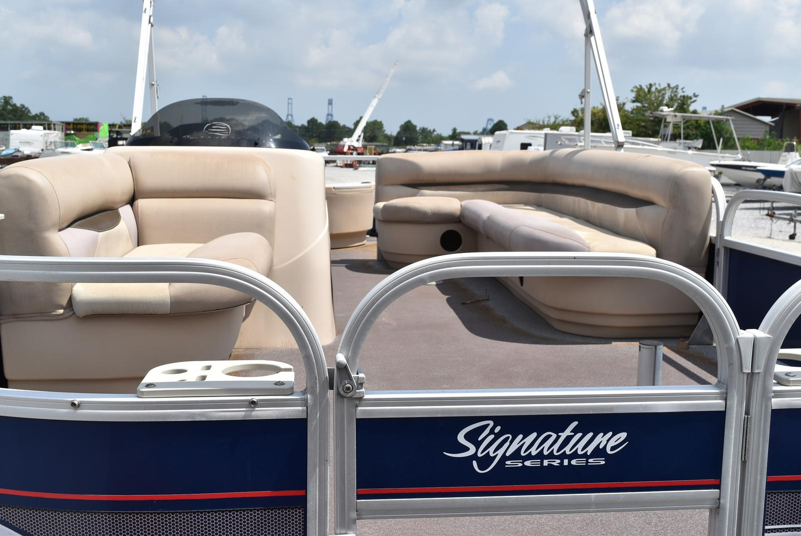 2015 Sun Tracker boat for sale, model of the boat is 20 Party Barge & Image # 5 of 6