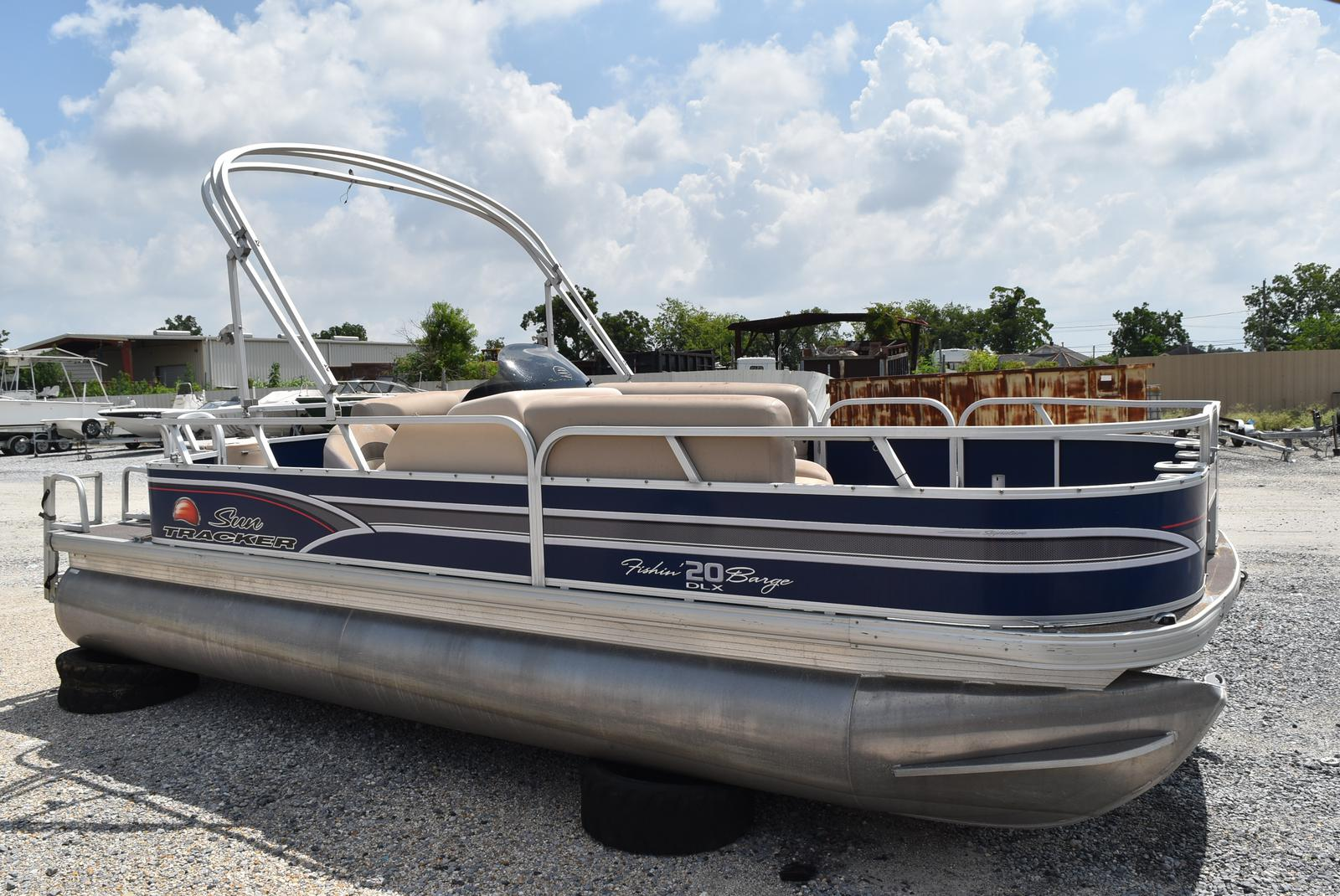 2015 Sun Tracker boat for sale, model of the boat is 20 Party Barge & Image # 6 of 6