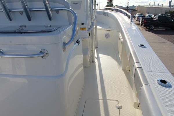 2020 Mako boat for sale, model of the boat is 284 CC & Image # 8 of 50