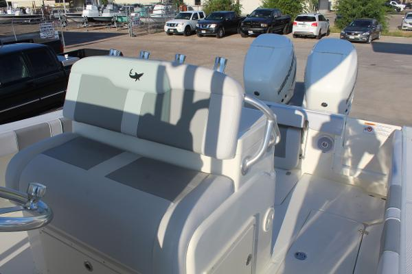 2020 Mako boat for sale, model of the boat is 284 CC & Image # 11 of 50