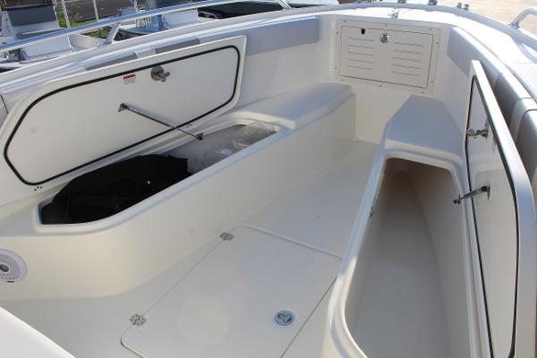 2020 Mako boat for sale, model of the boat is 284 CC & Image # 32 of 50
