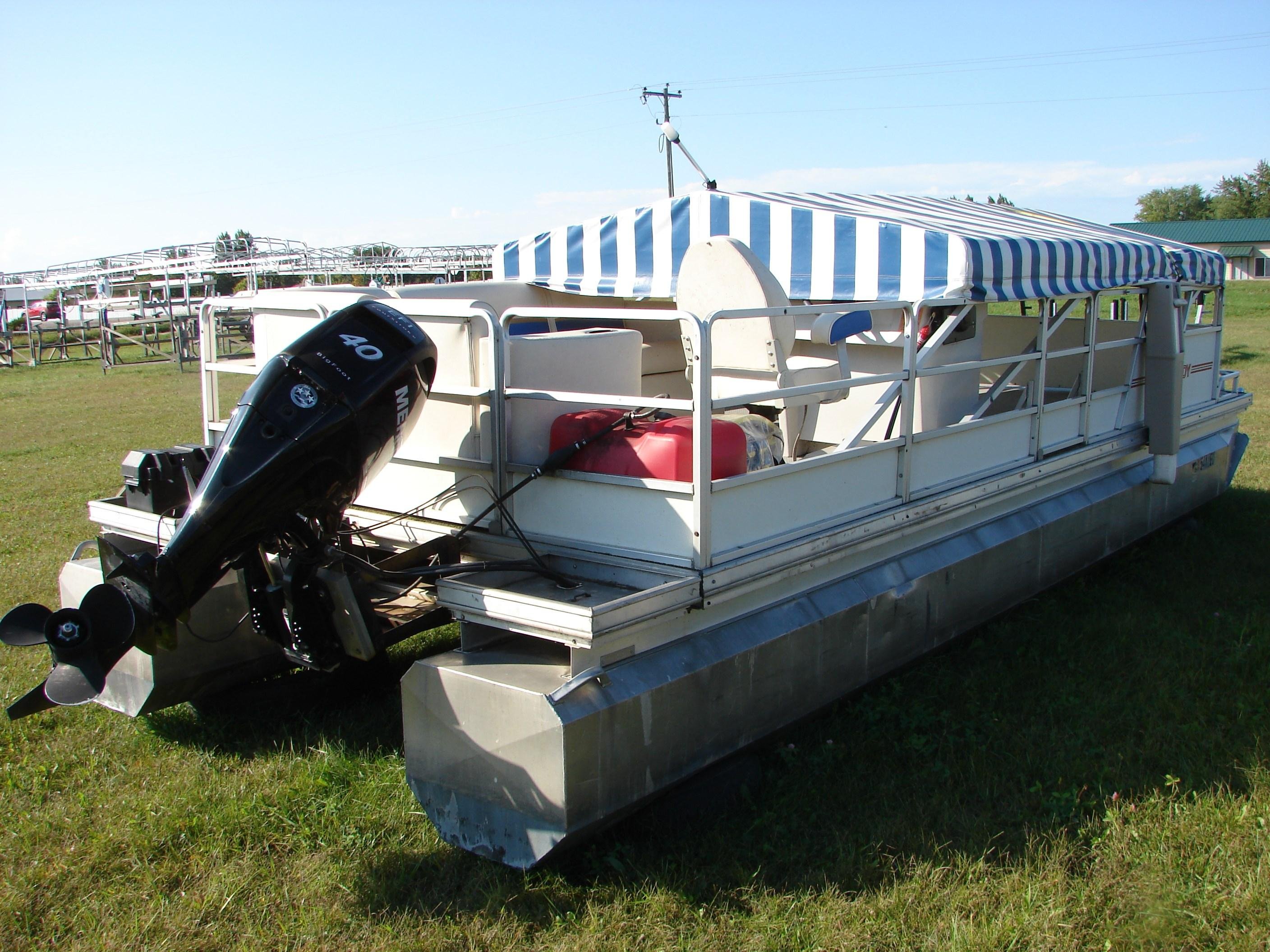 Kennedys 23' Pontoon Boats For Sale - Central Marine and