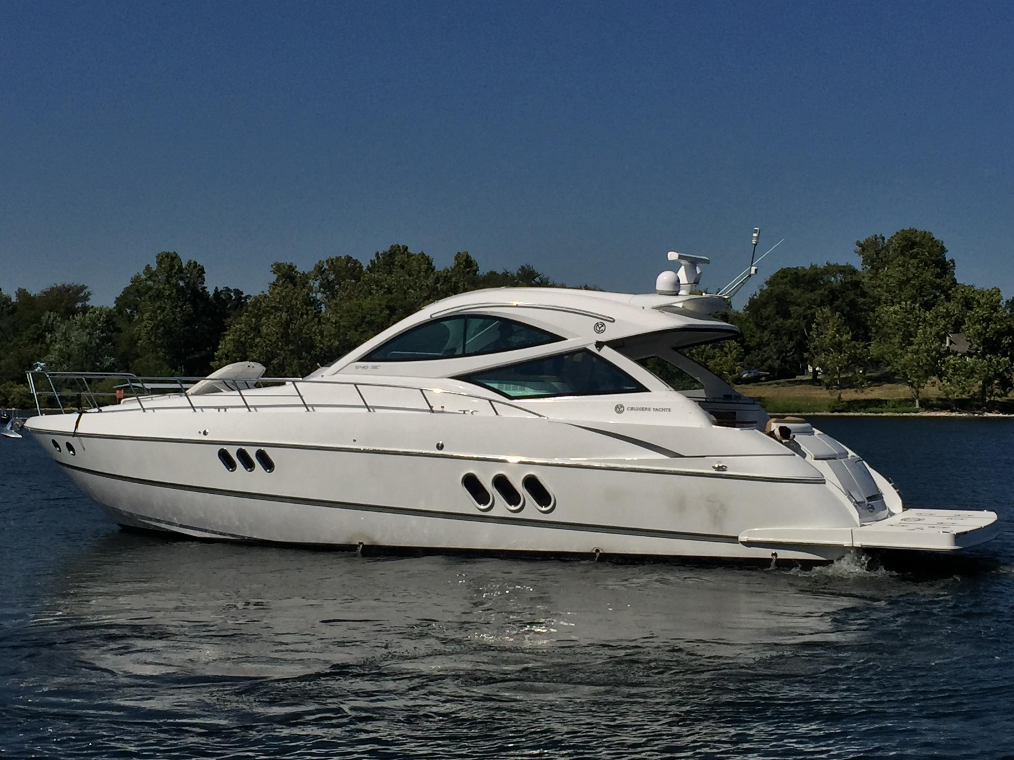 54 ft Cruisers Yachts 540 Sports Coupe