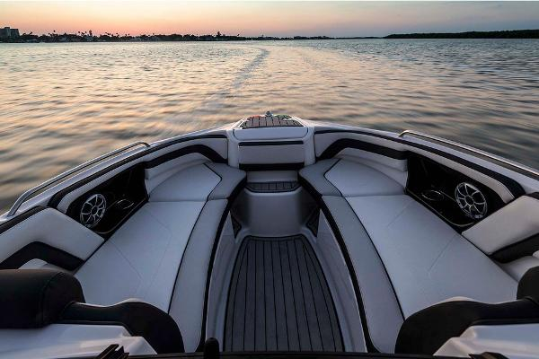 2020 Yamaha boat for sale, model of the boat is 242SE & Image # 3 of 7