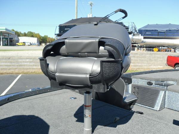2021 Nitro boat for sale, model of the boat is Z18 & Image # 19 of 40