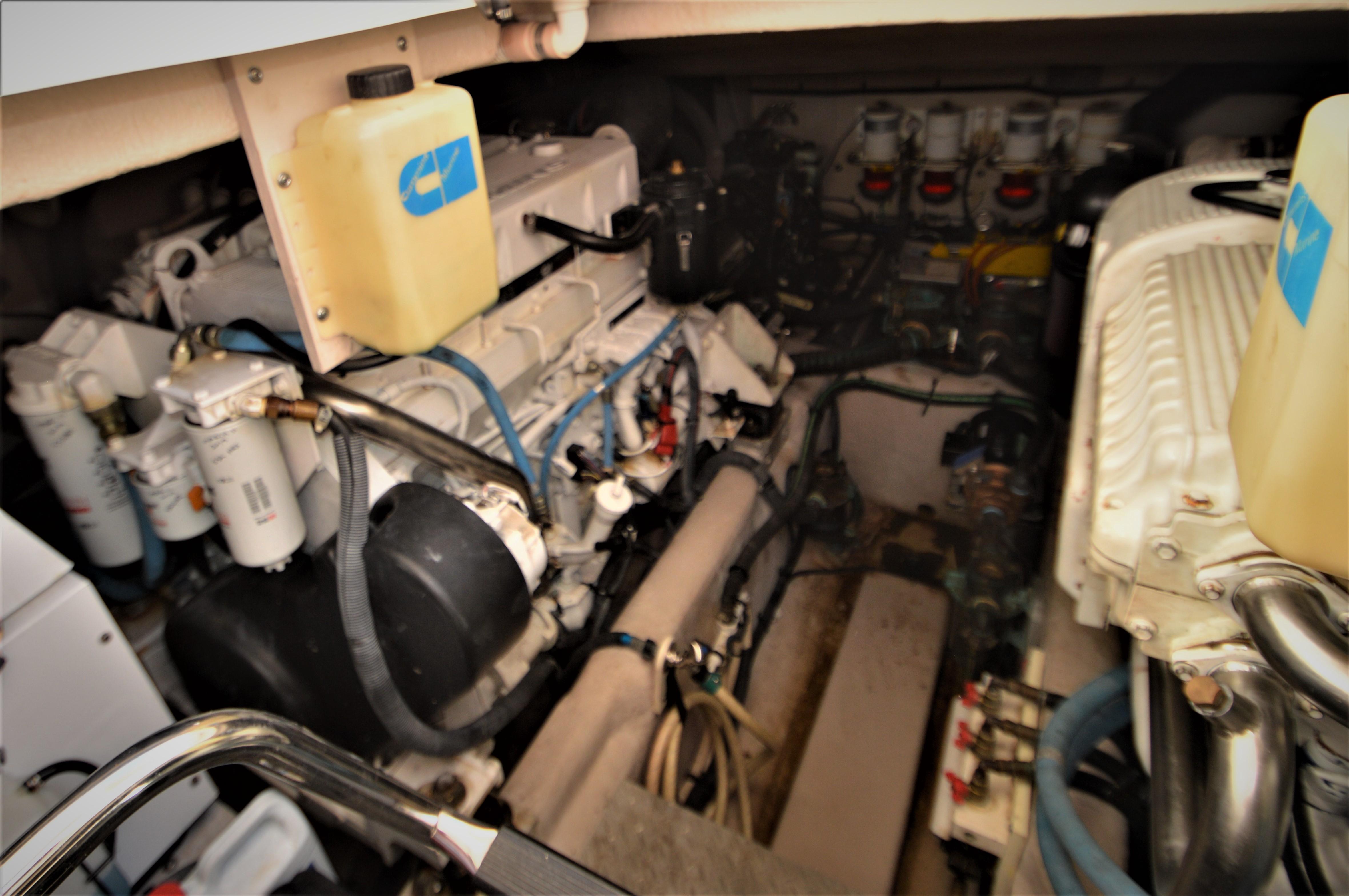 2012 Sea Ray 540 Lazy Blum - Engine Room