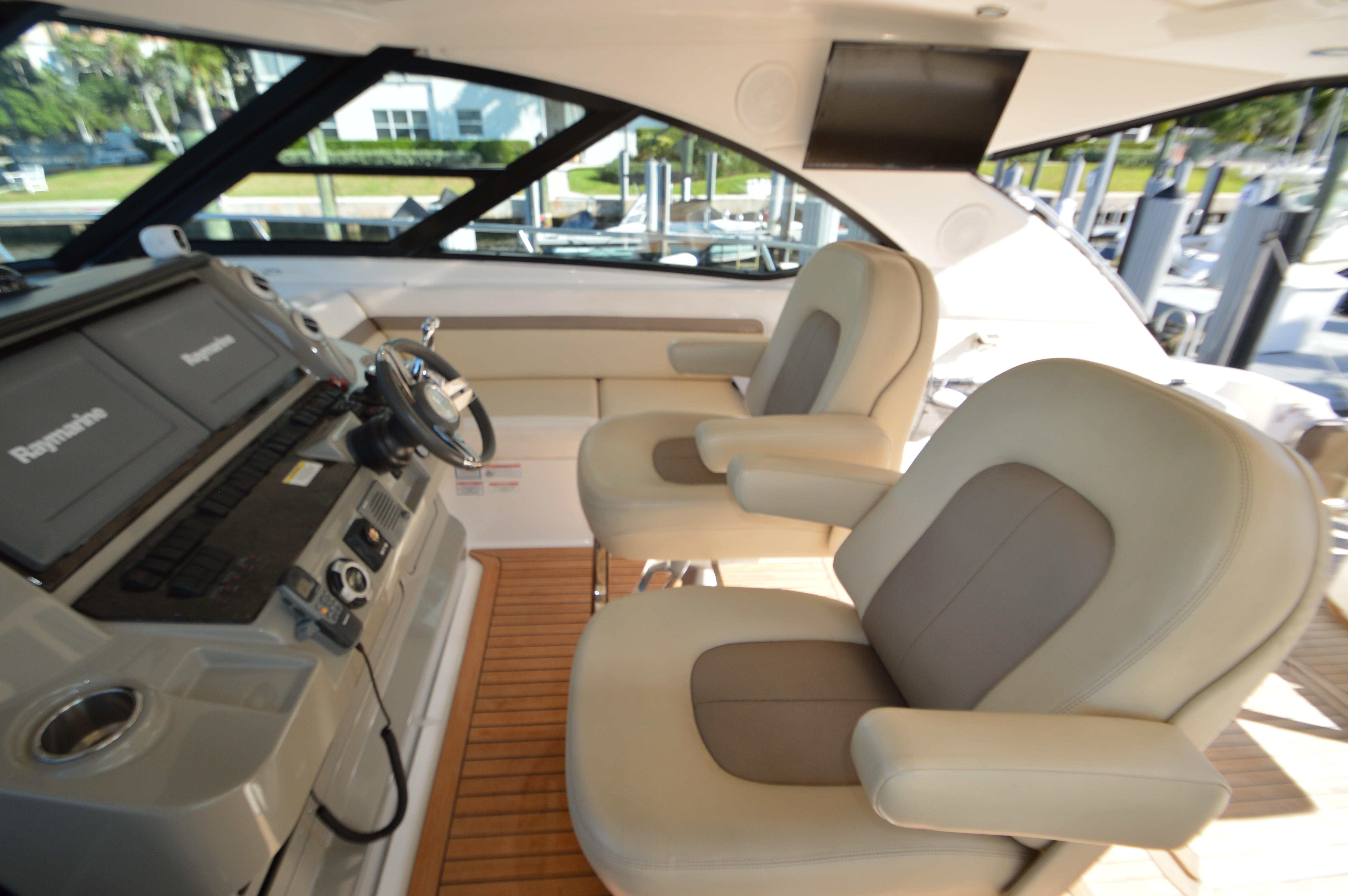 2012 Sea Ray 540 Lazy Blum - Helm Seats