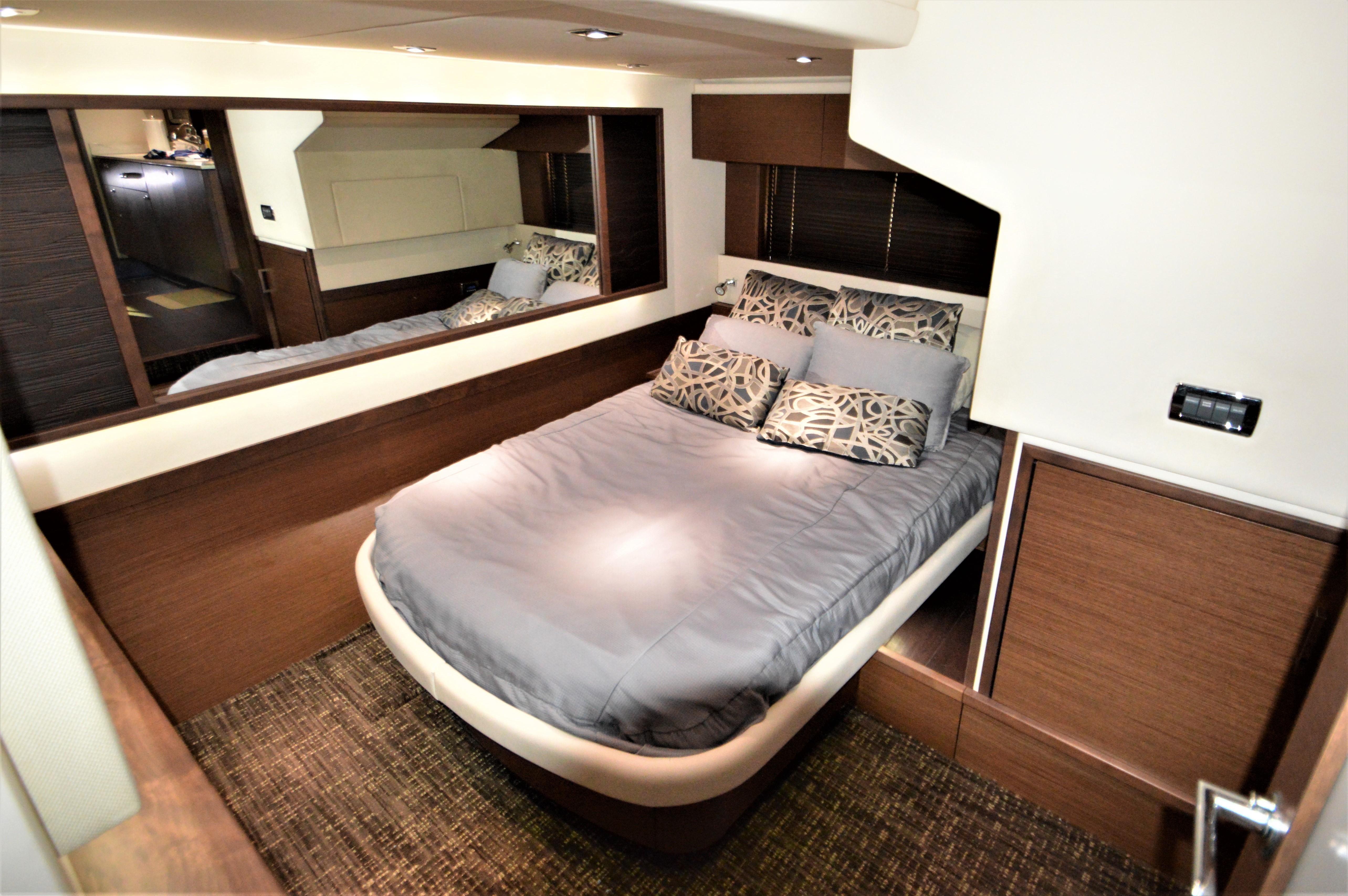 2012 Sea Ray 540 Lazy Blum - Master Stateroom