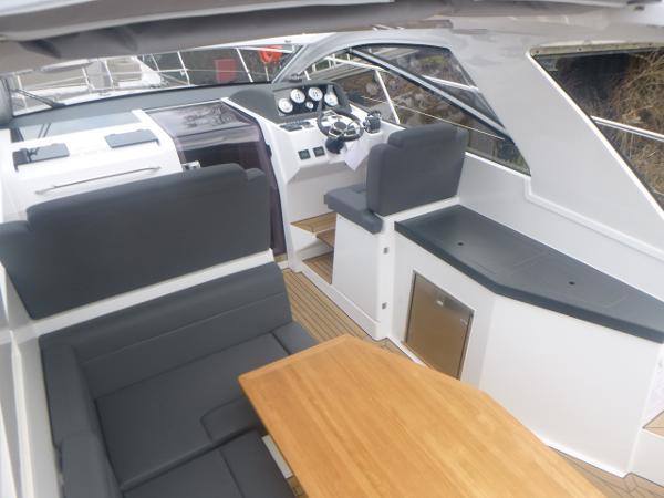 2019 Sealine S330