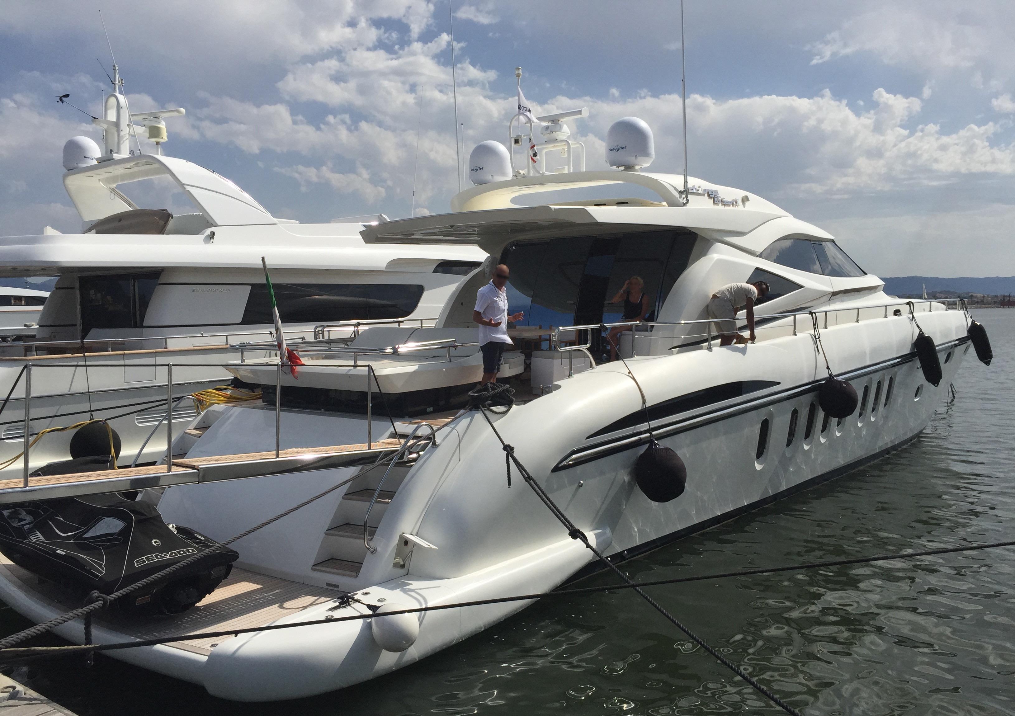 Alalunga 85 at dock