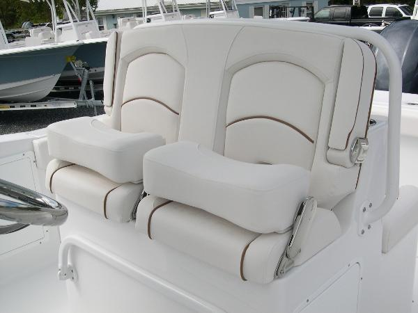 Gamefish 27 Forward Seat Photo 30
