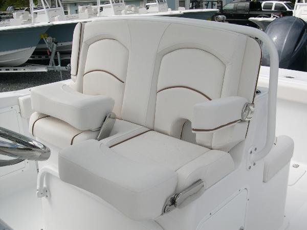 Gamefish 27 Forward Seat Photo 31
