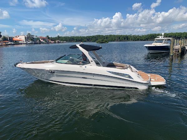 2011 30' Sea Ray 300 SLX