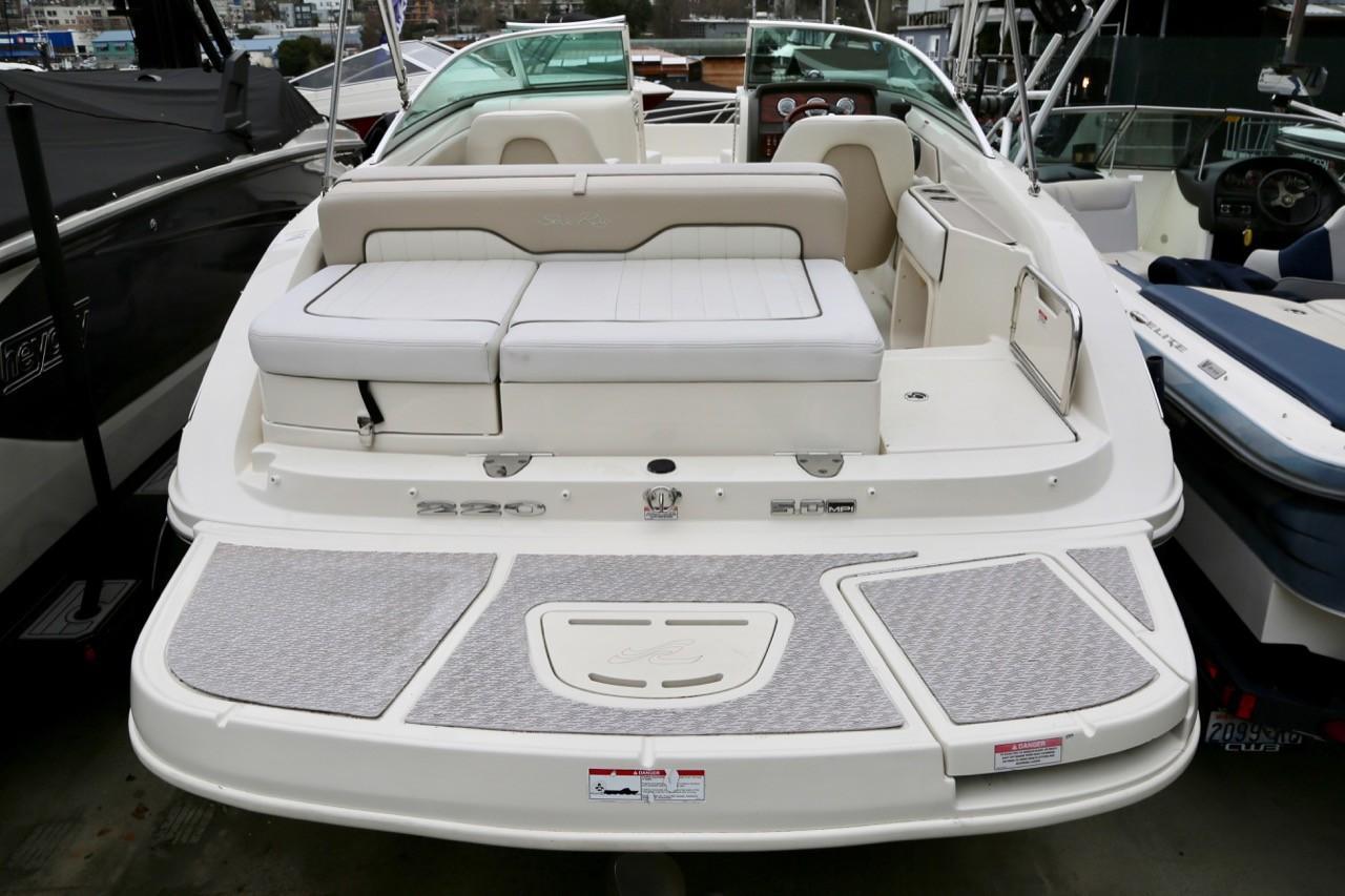 2010 Sea Ray 220 Sundeck